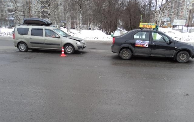 В ДТП в Архангельске пострадала беременная ученица автошколы