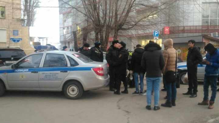 В центре Волгограда студент из Замбии зверски искусал сотрудника полиции