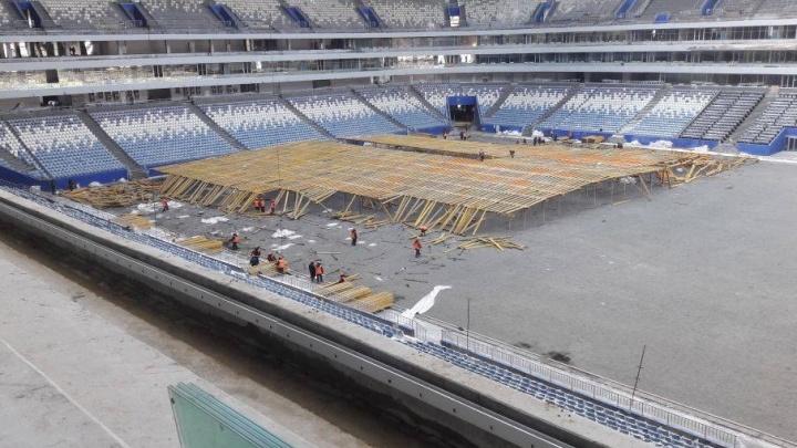 В ожидании немецкого газона: на стадионе «Самара Арена» разбирают вторую часть теплицы