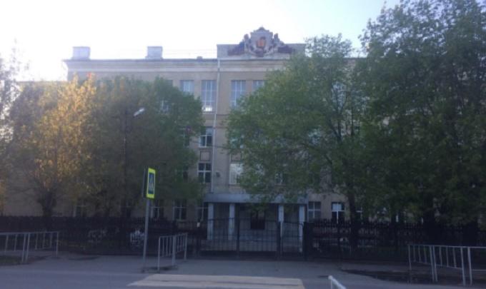 Тюменскую школу № 30, где с потолка падала штукатурка, ждет капремонт