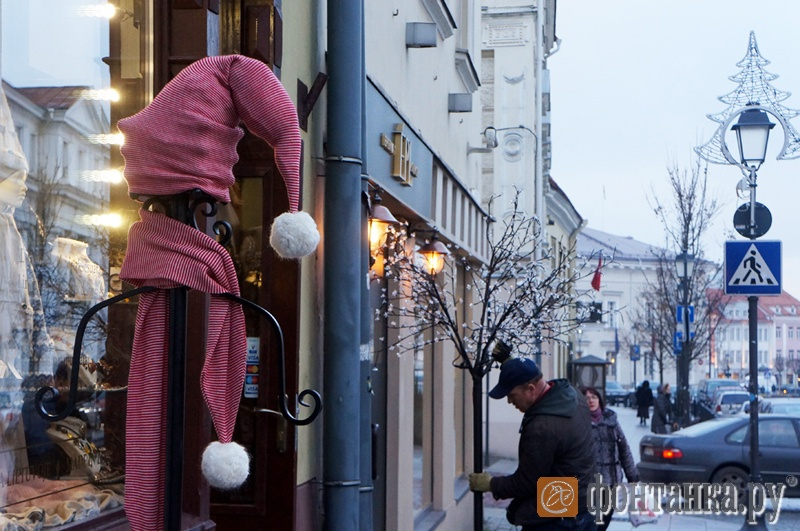 Уже в ноябре город активно украшается к праздникам