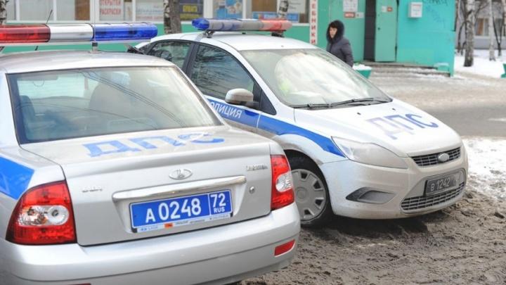 Два тюменских водителя пытались дать взятку сотрудникам ДПС