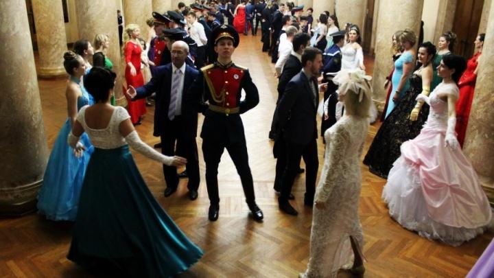 В темпе вальса: волгоградцы готовятся к «Русскому балу»