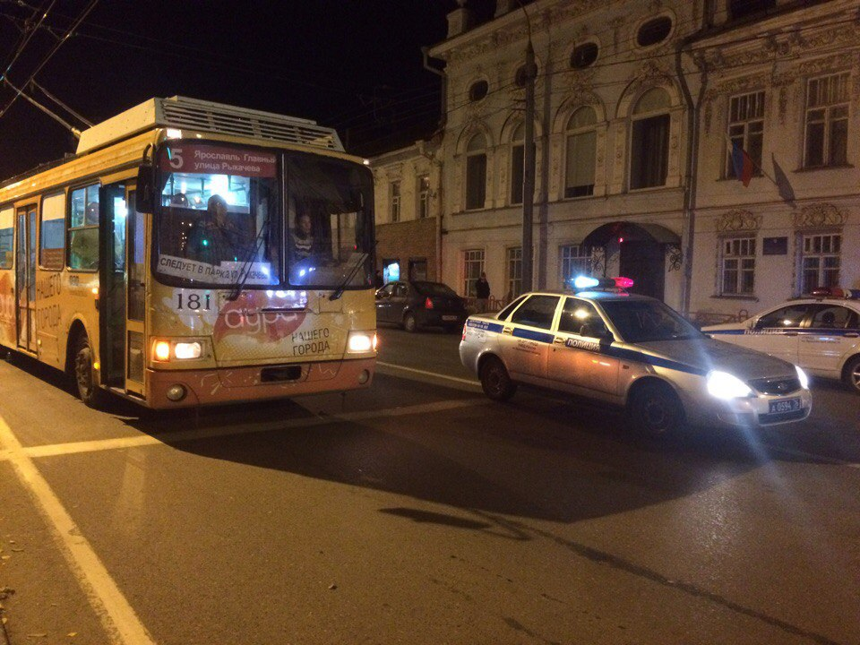 Из-за конфликта между эмвэдэшниками и сторонниками оппозиционера встали троллейбусы
