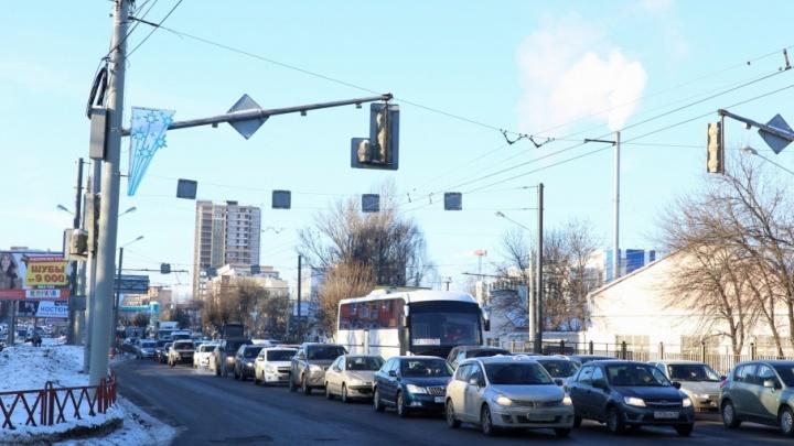 Эксперимент над ярославскими водителями: светофоры сами будут решать, какой сигнал включить