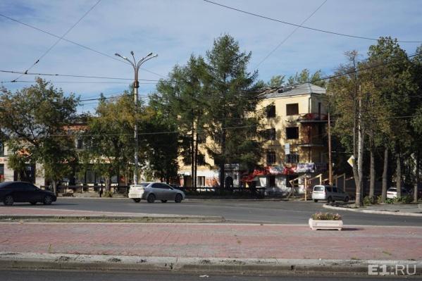 Дом на площади Первой Пятилетки.