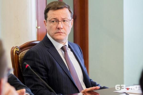 Дмитрий Азаров набрал уже целую команду советников