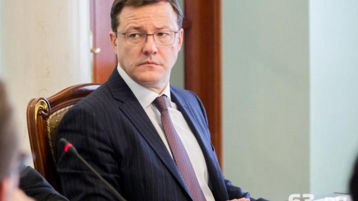 Советникам губернатора Азарова разрешили летать только экономклассом