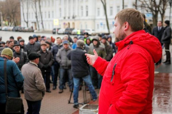 Раньше встречи с избирателями можно было устраивать на крыльце областного правительства