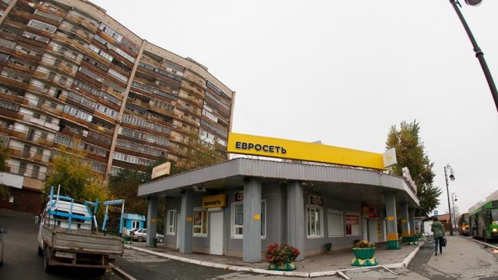 Вместо снесённого торгового комплекса у тюменского «муравейника» появится арт-объект или парковка