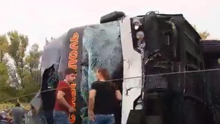 Три человека находятся в тяжелом состоянии после аварии с участием автобуса в Ростовской области