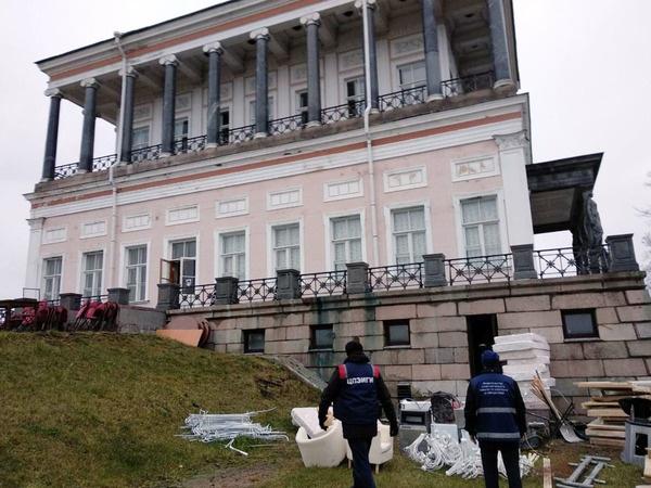 Освобождение здания Бельведера сотрудниками комитета по контролю за имуществом