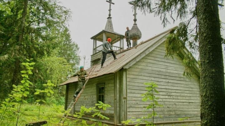Волонтеры «Часовенного рая» спасли старинные молитвенные дома в Кенозерье