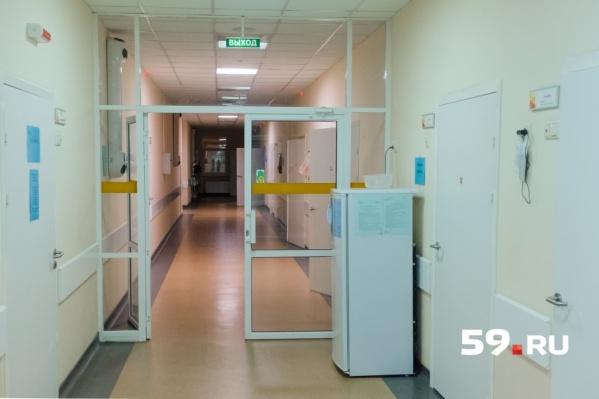 Суд приехал в больницу из-за того, что подозреваемые не могут сами прибыть в суд