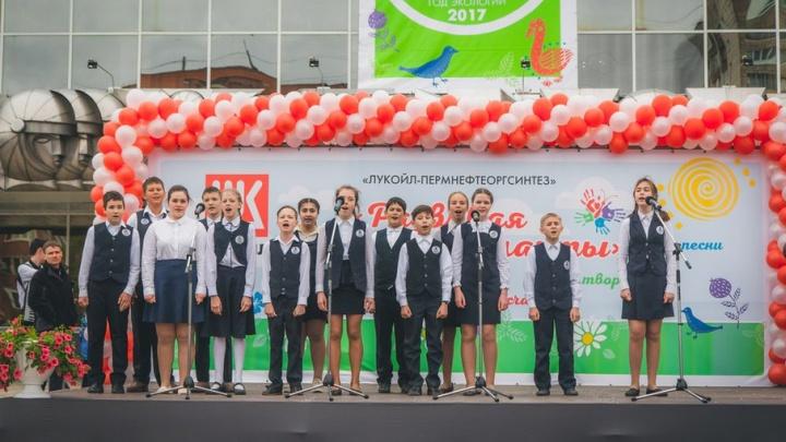 Пермские школьники получили награды за экологические проекты от «ЛУКОЙЛ-Пермнефтеоргсинтеза»