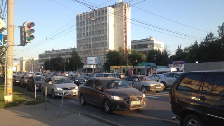 Северо-запад Челябинска сковали километровые пробки