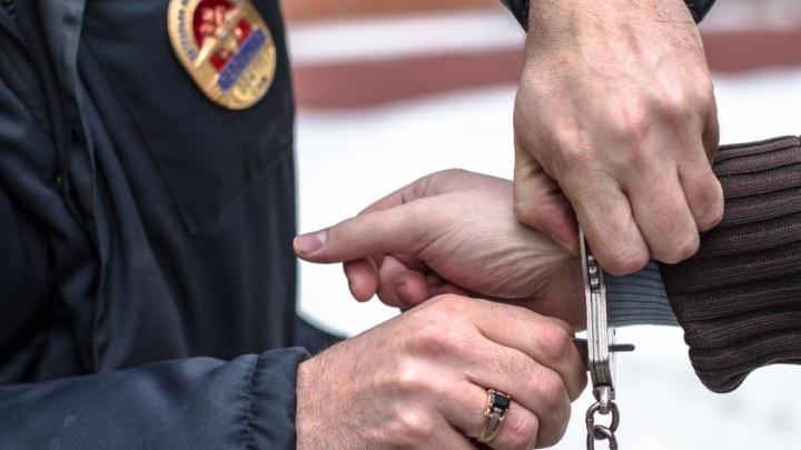 В Самаре грабитель отобрал у молодого человека мобильники и аэрозольный пистолет