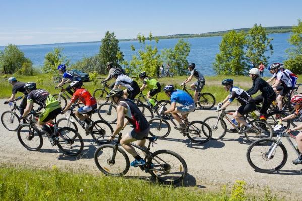 В соревнованиях проверили свои силы велосипедисты 12-50 лет