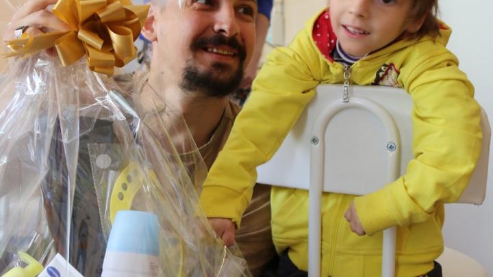 Пациенты детской областной больницы получили подарки от прокуратуры