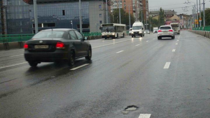 Городские власти пообещали «залатать» мост на проспекте Стачки