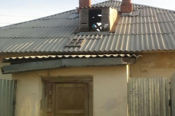 Печи и выгребные ямы: под Челябинском ремонтируют барак, который должны признать аварийным
