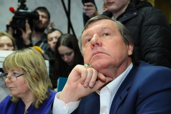 Александра Новикова и его скандальный посёлок уже обсуждали на ТВ, но сам он не принимал участия в передаче.