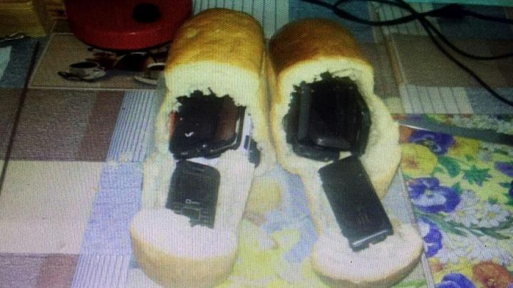 «Не хлебом единым»: заключенному пытались передать 18 мобильников, спрятанных в буханках
