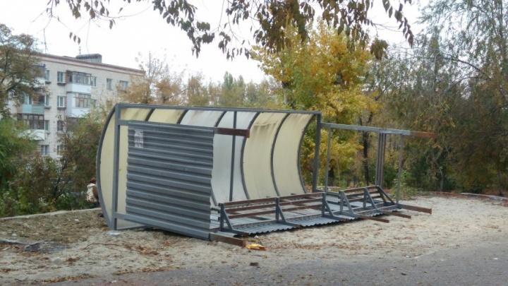 В Кировском районе Волгограда старую рухлядь выдают за новую остановку