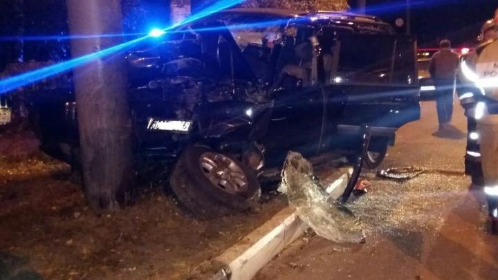Подробности ночного ДТП на улице Гагарина: «Ленд-Крузер» влетел в столб