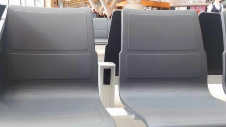 Подзарядиться перед полетом: в Платове рядом с пассажирскими креслами установили 400 розеток