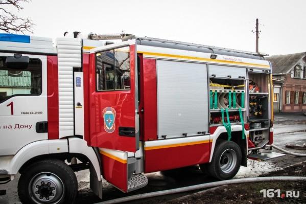 Несмотря на усилия пожарных, машина сгорела полностью