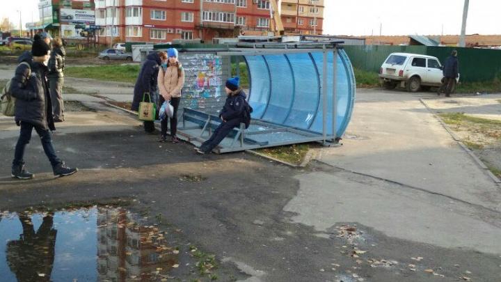 В Ярославле сдуло остановку