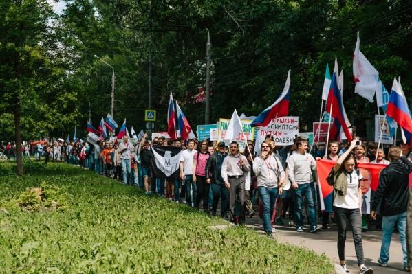 Участники акции протеста прошли по улице Свободы