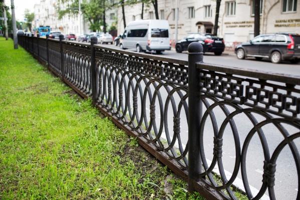 Вокруг ограды на бульваре в центре Ярославля разгорелся скандал