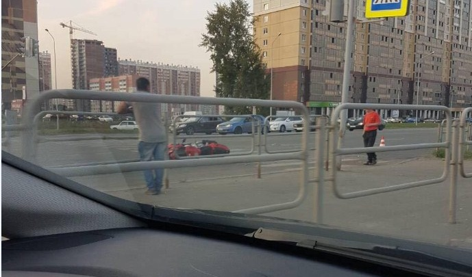 Мотоциклист влетел в машину на Университетской набережной