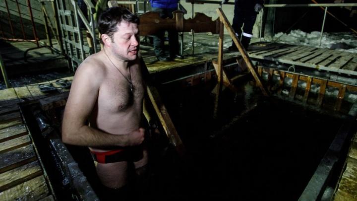 «Я просто большая сосулька»: корреспонденты V1.ru нырнули в крещенскую купель