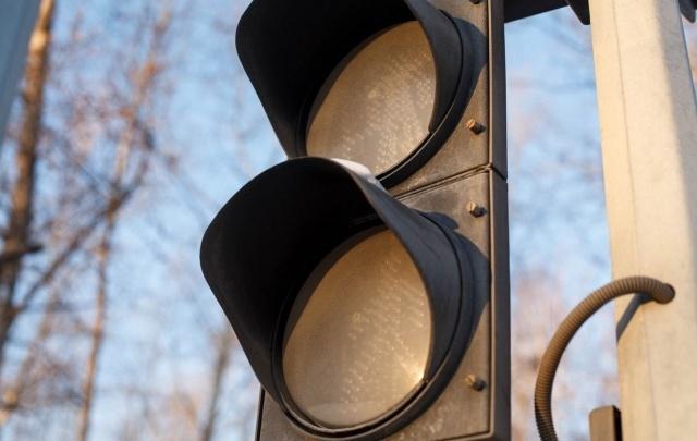 Два светофора в центре Тюмени погаснут на несколько часов