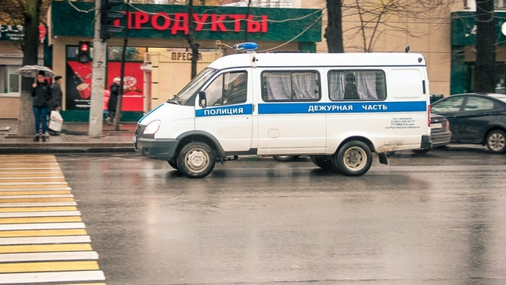 В Новочеркасске двое в масках напали на офис логистической компании