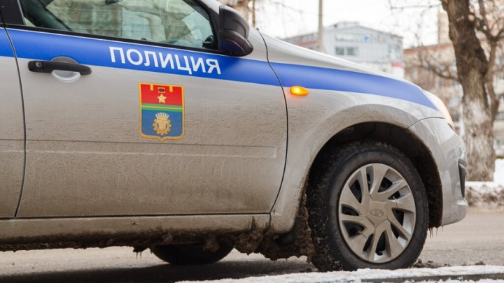 В Котельниково на улице Мира КАМАЗ переехал 72-летнего мужчину