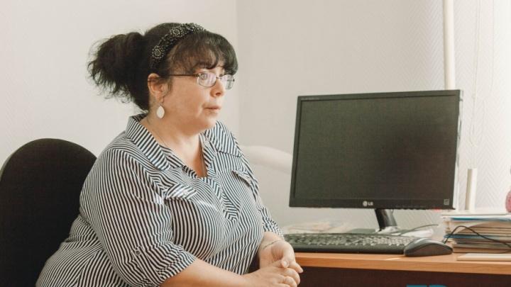 Пожилой ревнивец, развод из-за СМС и тотальный контроль: интервью с тюменским психологом про ревность