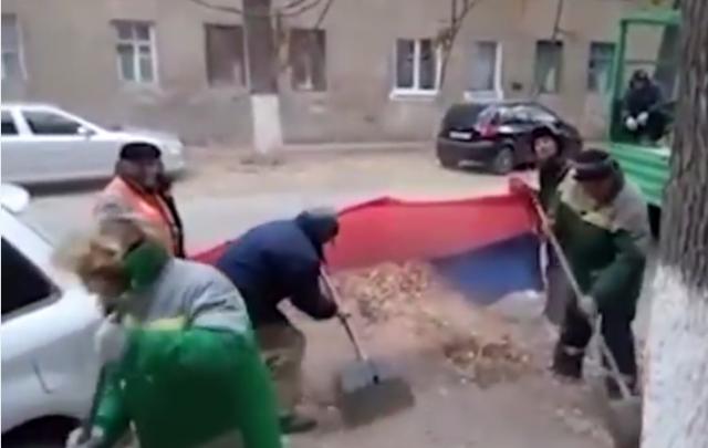 В Волгограде закрыли «дело дворников», подметавших мусор флагом России