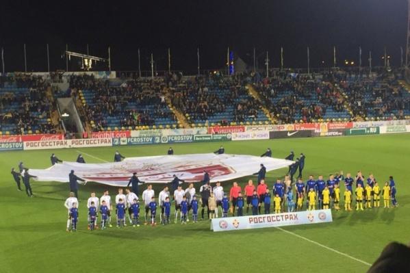 Команды играли на стадионе «Олимп-2»