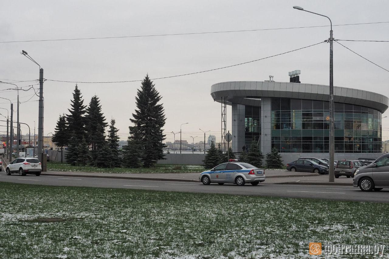 Синопская набережная возле моста Александра Невского