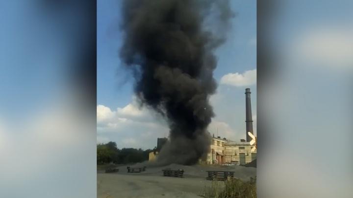 «Какие вам Туапсе»: на территории челябинского завода разбушевался чёрный «смерч»