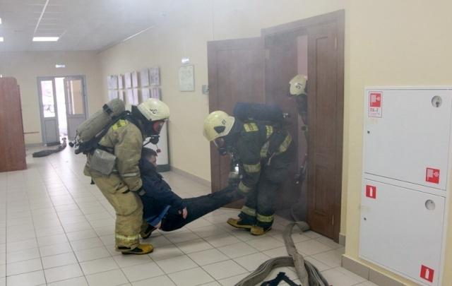 Сегодня из научной библиотеки САФУ сотрудники МЧС эвакуировали 240 человек