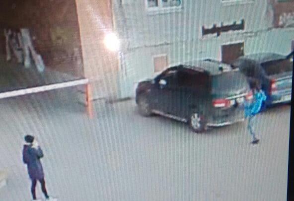 В Архангельске разыскивают вандала, изуродовавшего авто