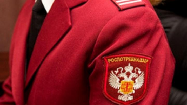 В Ростове сотрудника Роспотребнадзора обвинили в получении взяток от замдиректора школы и руководителя детсада