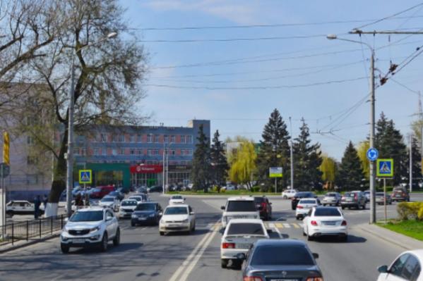 Мужчина устроил разборки с оружием на проспекте Шолохова