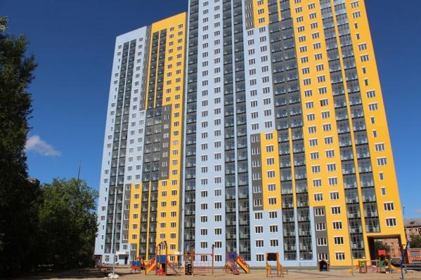 """Всего три квартиры остались непроданными в жилом доме """"На Индустрии""""."""