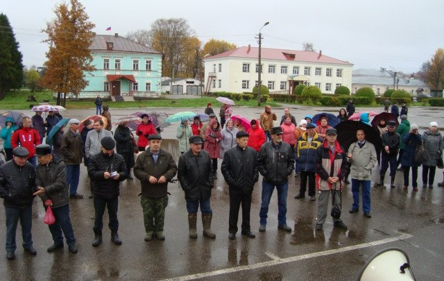Бюджетники Каргополя вышли на митинг против снижения зарплат